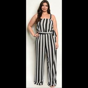 5 ⭐Black & white belted striped slimming jumpsuit